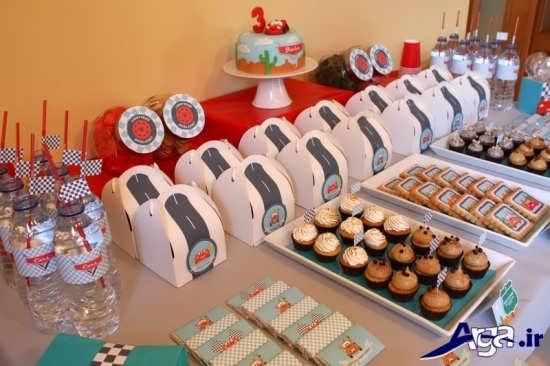 استفاده از وسایل ساده برای تزیین جشن تولد کودکان پسران خود