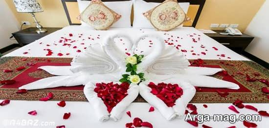 تزیین تختخواب عروس با گل و شمع