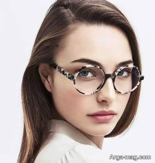 مدلی از عینک طبی دختران