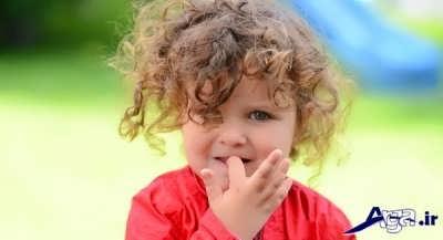 چرا کودکان ناخن می جوند