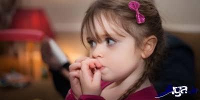 برخورد والدین با جویدن ناخن کودک