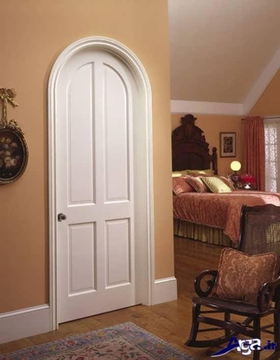 اتاق خواب با درب چوبی