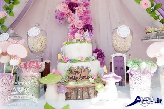 کیک تولد با تزیینات گل و پروانه