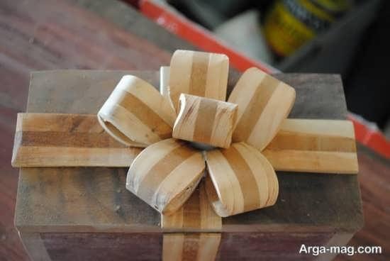 تزیینات زیبا بر روی جعبه چوبی