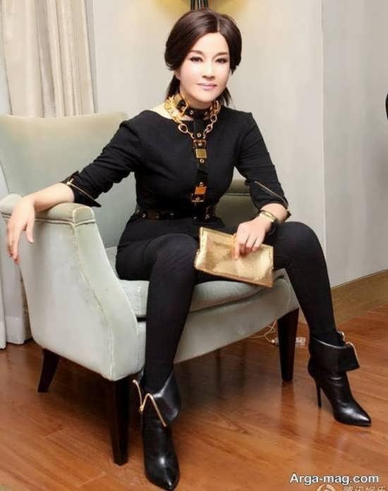 بازیگر زن چینی 61 ساله با چهره ای جوان