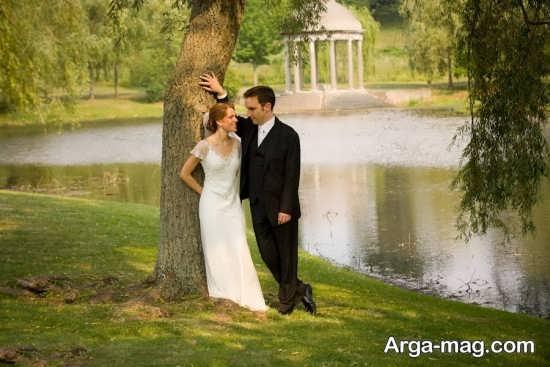 ژست عکس عروس و داماد در فضای باز