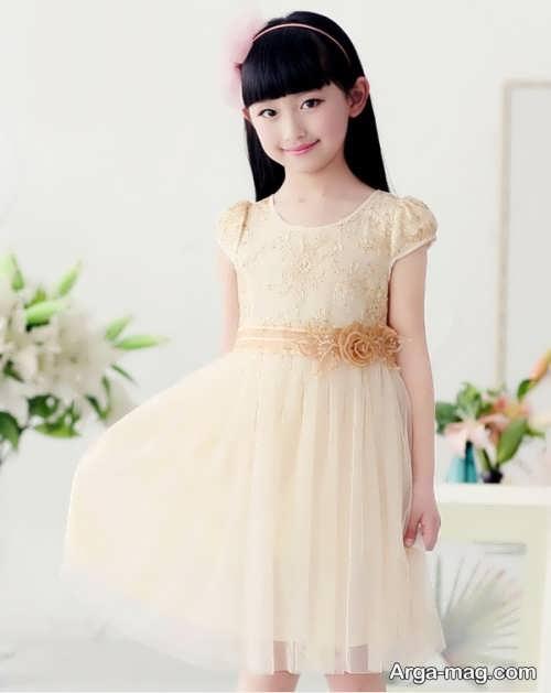 مدلی از لباس حریر بچگانه