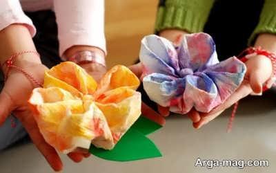 آشنایی با نحوه ساخت گل با دستمال کاغذی