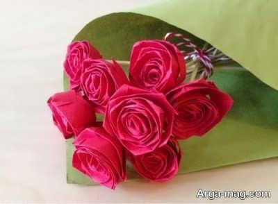 ساخت گل های قرمز با دستمال کاغذی رنگی
