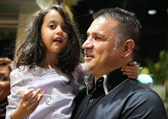 علی دایی و دخترش در حال موتور سواری