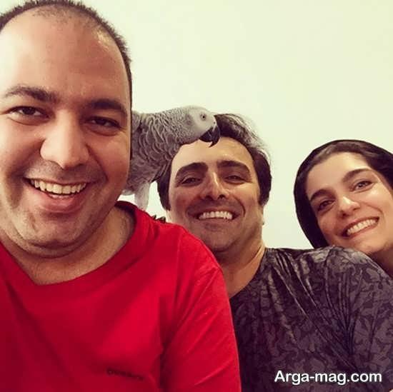 سلفی علی اوجی درکنار زوج هنری