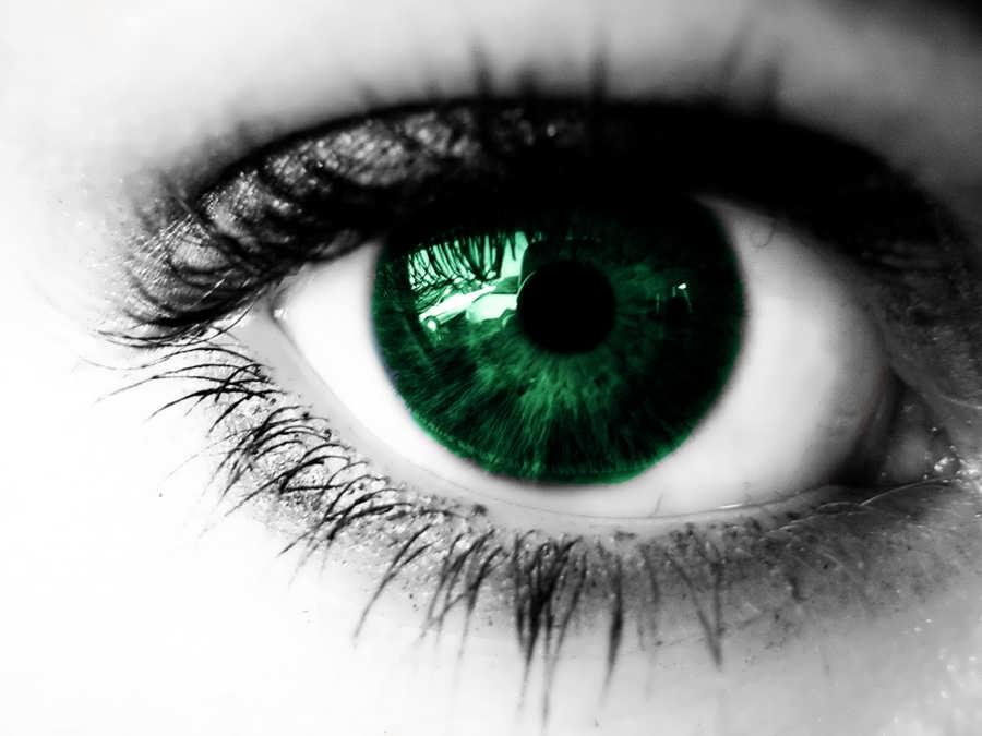 تغییر رنگ چشم با روش های طبیعی ممکن است؟