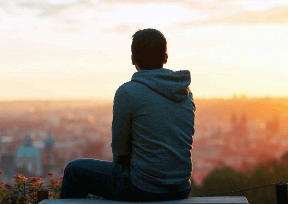 شاد بودن راه رفع حس تنهایی