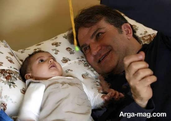 مهدی سلطانی در کنار دخترش روژا