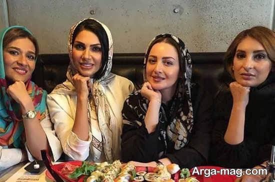 بازیگر زن ایرانی و دوستانش در رستوران