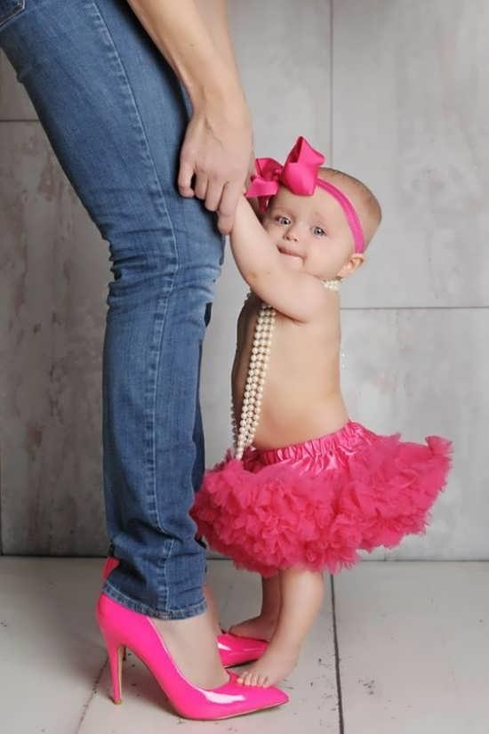 ژست زیبای آتلیه برای کودک دختر
