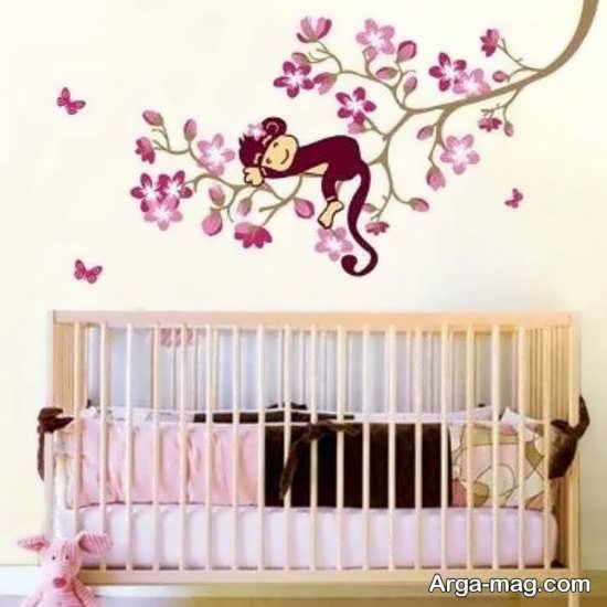تزیین اتاق نوزاد دختر با طراحی دیوار پشت تخت خواب