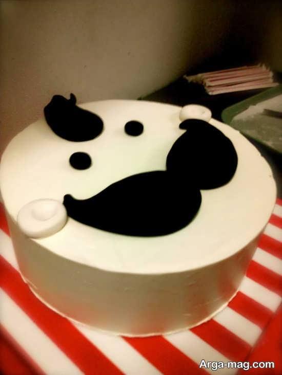 کیک جشن تولد با طرح سبیل