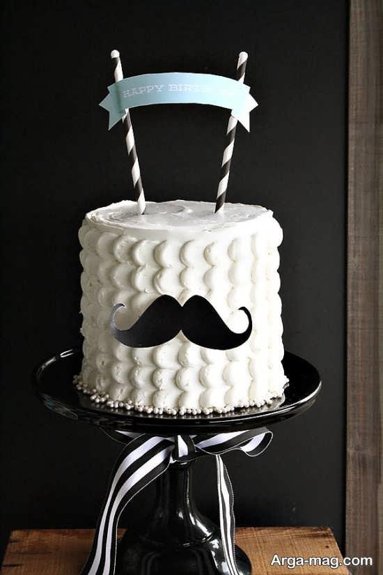 پیشنهاد جالب کیک تولد با تم تولد سبیل