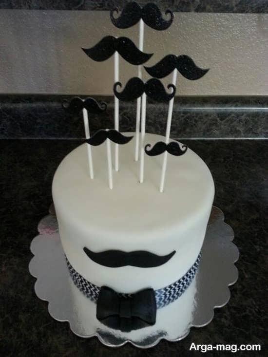 کیک تولد با تم سبیل
