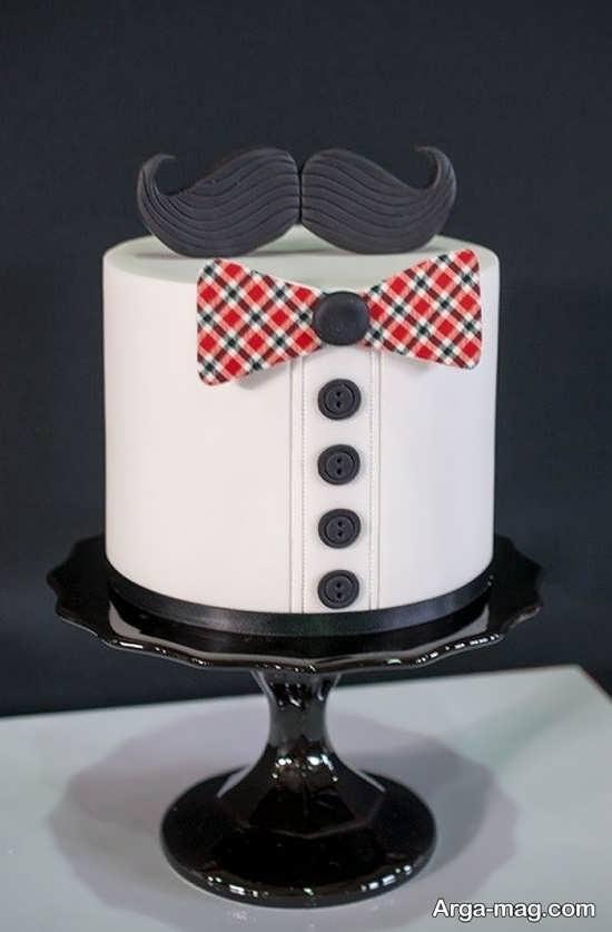 عکس زیبا و جدید از کیک تولد با طرح تم سبیل