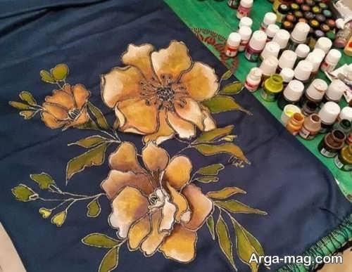 نقاشی گل روی روسری