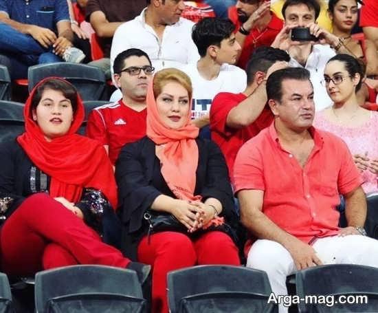 عکس خانواده حمید استیلی در ورزشگاه