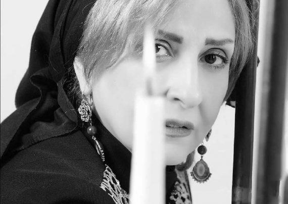 عکس مرجانه گلچین در مراسم تشییع عمویش