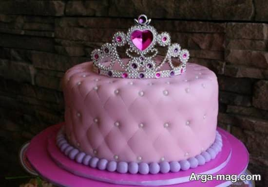 تزیین زیبا و شیک کیک تولد با تاج