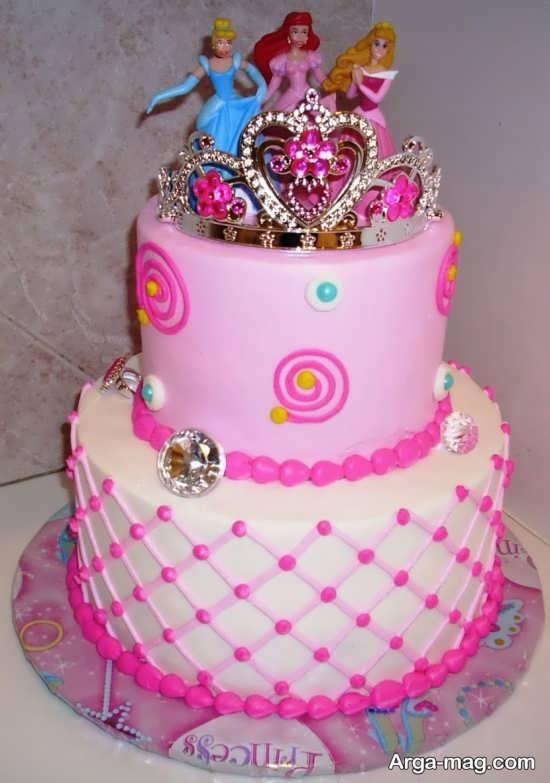 کیک تولد با تزیین تاج