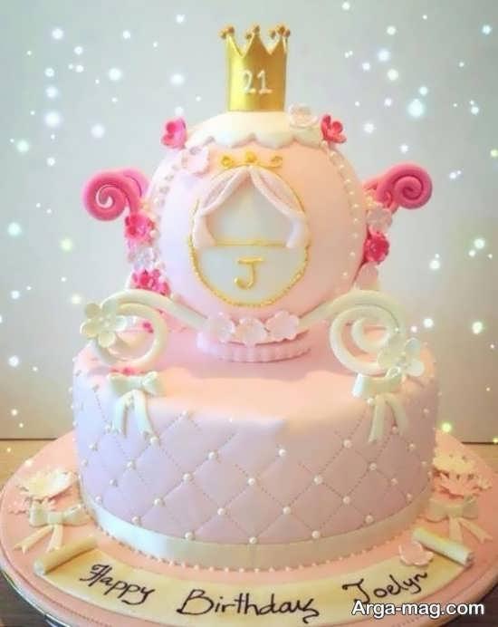تزیین کیک تولد به شکل کالسکه برای تم تولد پرنسسی
