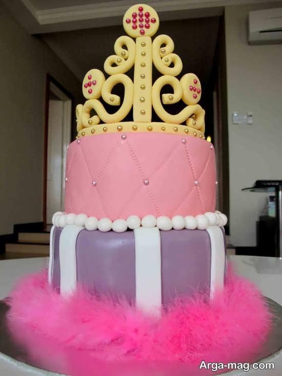 کیک تولد دو طبقه برای تم تولد پرنسسی
