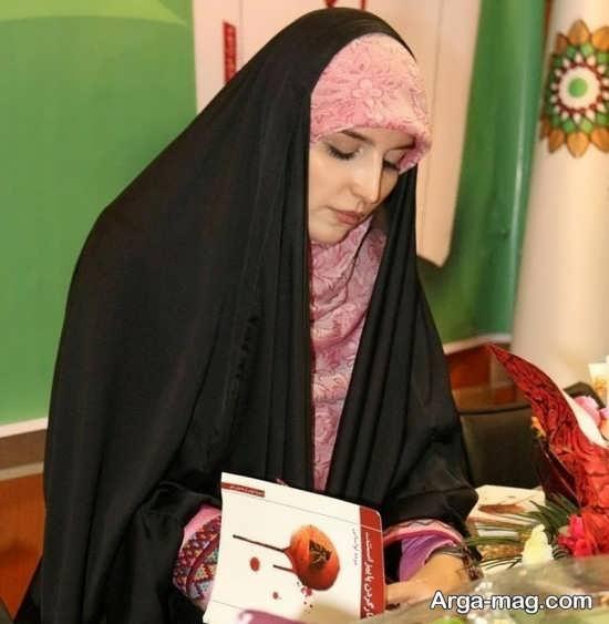 مژده لواسانی در مراسم امضای کتاب جدیدش