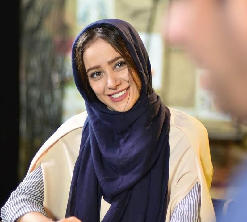 تبلیغ الناز حبیبی برای طراح مدل مانتو هایش