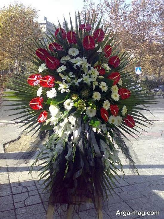 استفاده از گل قرمز در تاج گل مجلس ختم