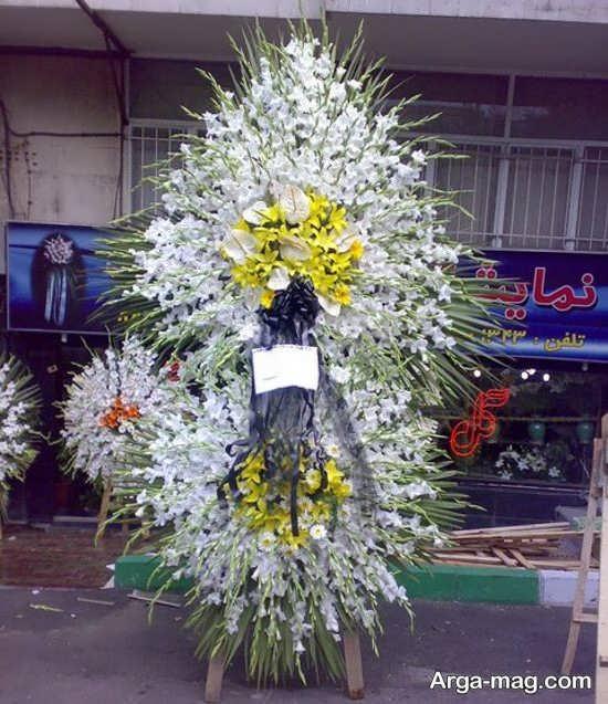ترکیب رنگ گل های در تاج گل مجلس ترحیم