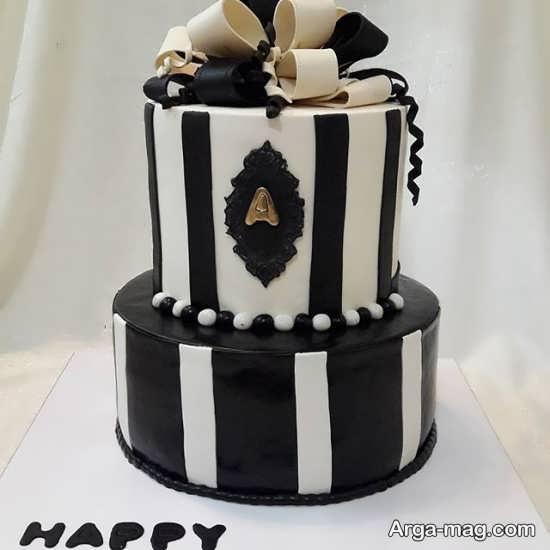 کیک دو طبقه تولد با دیزاین سفید و مشکی