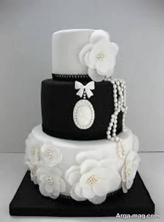 کیک سه طبقه سیاه و سفید