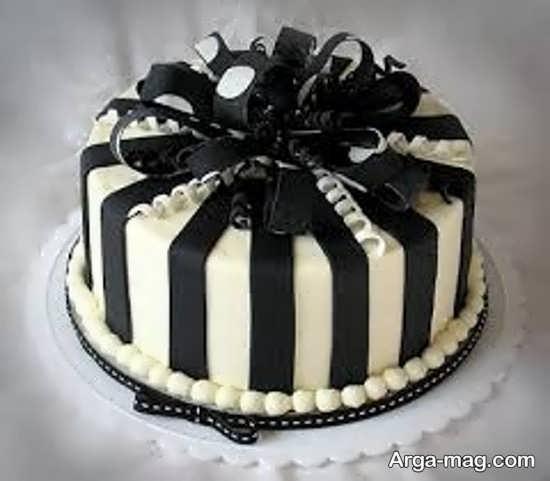 کیک تولد مناسب تم تولد سفید مشکی