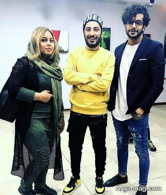 نوید محمدزاده در کنار هوادارانش