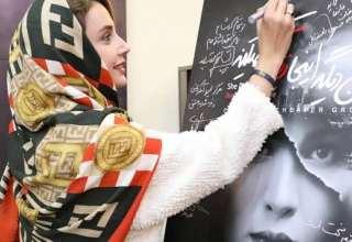 شبنم قلی خانی در اجرای نمایش اون دیگه اینجا زندگی نمیکنه