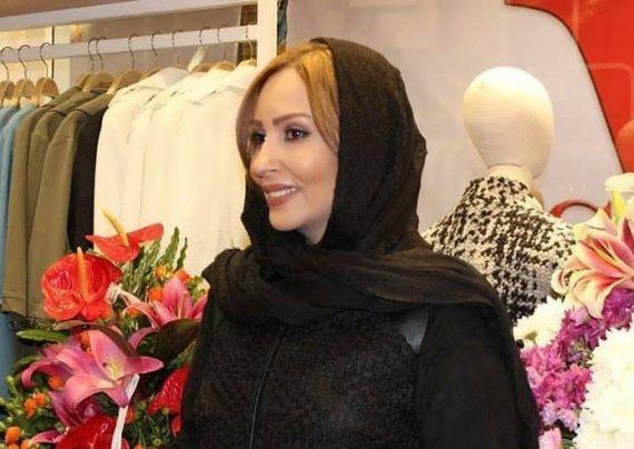 پرستو صالحی در افتتاحیه فروشگاه