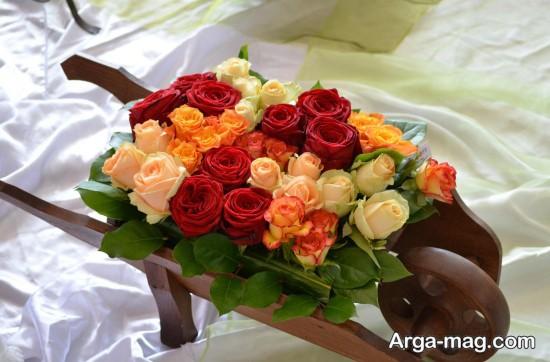 سبد گل های رز قرمز و سفید