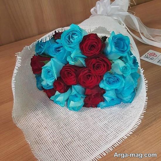 دسته گل رز آبی و قرمز
