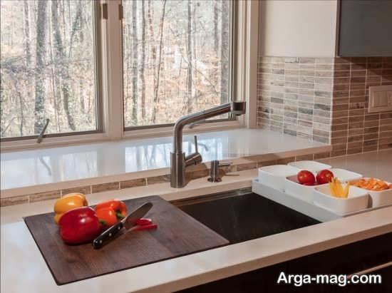 نمایی از سینک ظرفشویی آشپزخانه