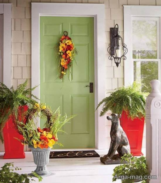 تزیین درب ورودی منزل با آویز گل