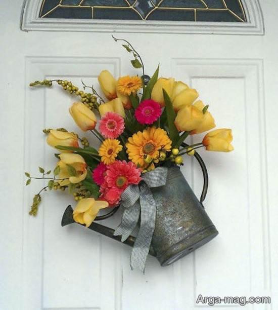 دیزاین درب ورودی با آب پاش گلدانی و گل