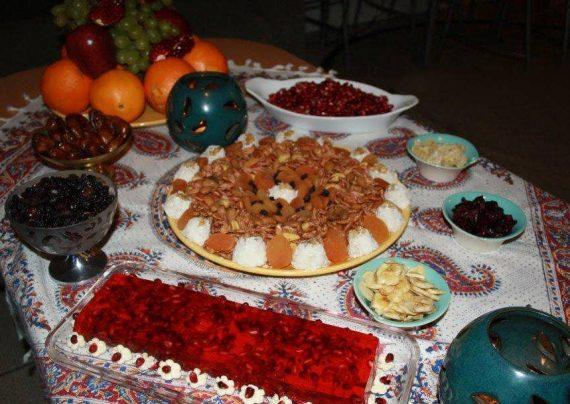 چیدمان زیبا و سنتی سفره شب یلدا