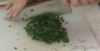 خرد کردن سبزی جهت تهیه آش چغندر