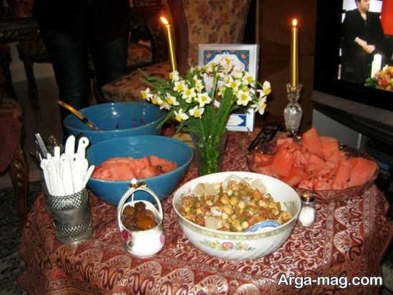تزیین میز شب یلدا با گل نرگس